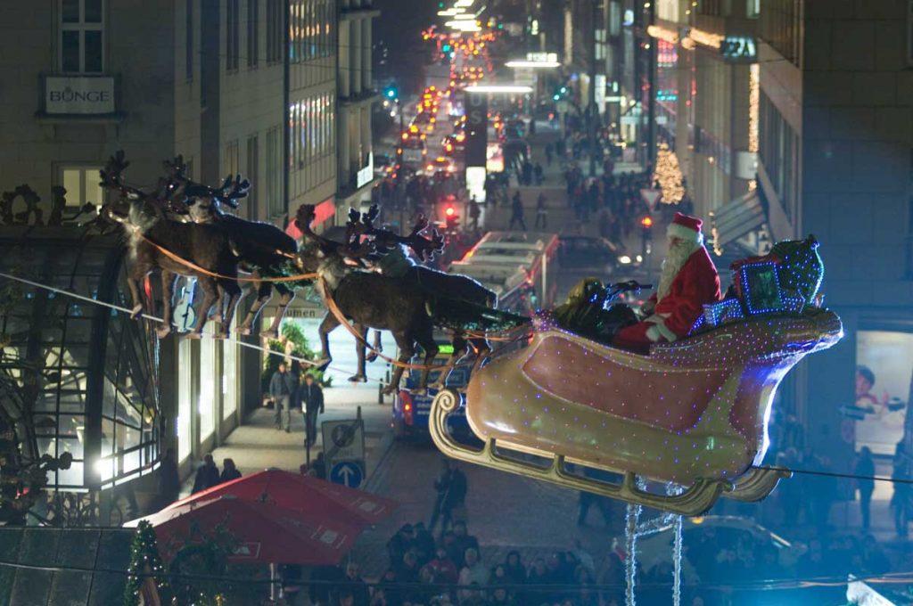 Flying Santa auf dem Historischen Weihnachtsmarkt Hamburg