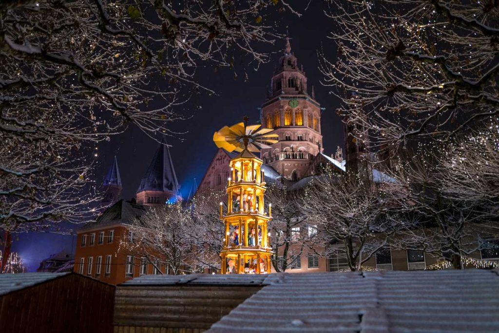 Weihnachtspyramide auf dem Mainzer Weihnachtsmarkt
