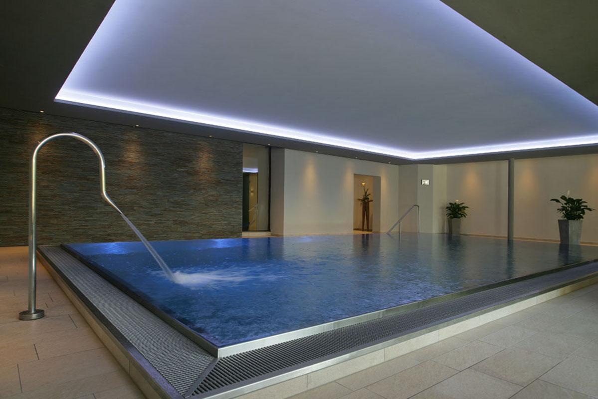 waldhotel-gruener-baum-schwimmbad