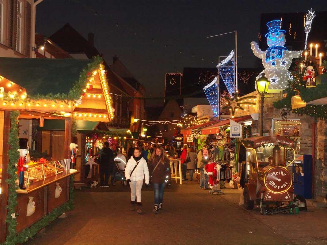Weihnachtsmarkt der Nationen Rüdesheim - besondere Weihnachtsmärkte