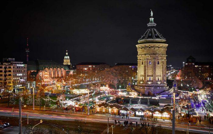 Mannheimer Weihnachtsmarkt am Wasserturm