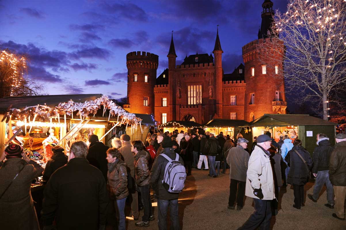 Weihnachtsmarkt auf Schloss Moyland - romantische Weihnachtsmärkte