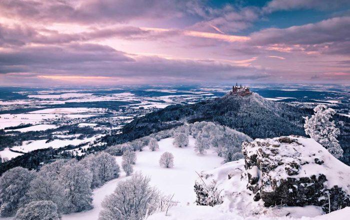 Blick auf die Burg Hohenzollern im Winter - Wintermärchen