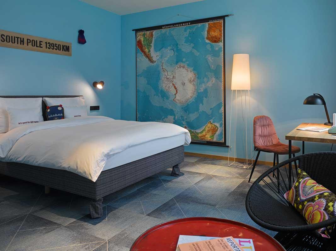 Zimmer im 25 h Trip Hotel Frankfurt - Themenhotels zum Staunen