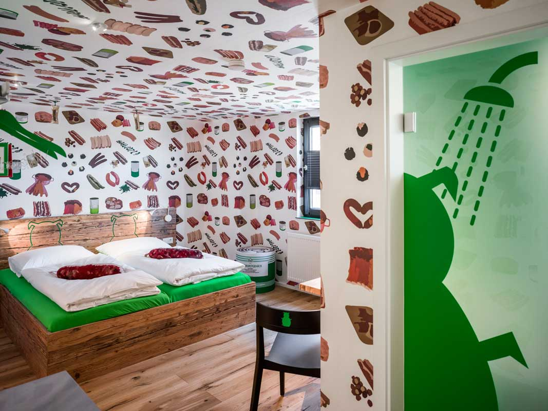 Zimmer im Bratwursthotel - Themehotels zum Staunen