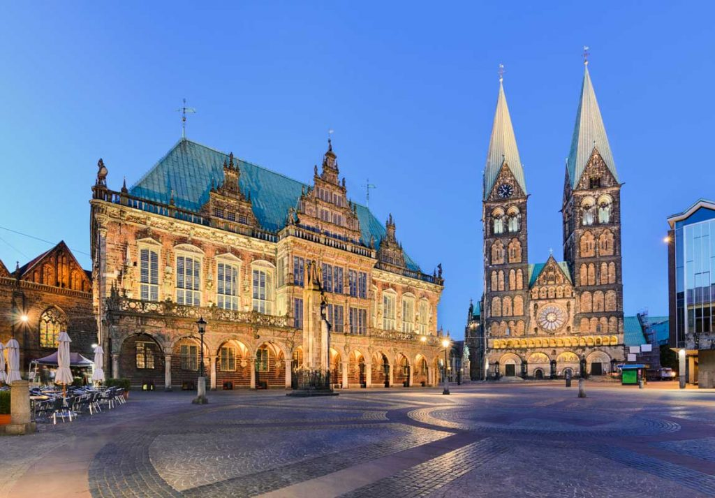 Bremen, Rathaus und Dom - Radfernweg Hamburg-Bremen - Brückenradweg