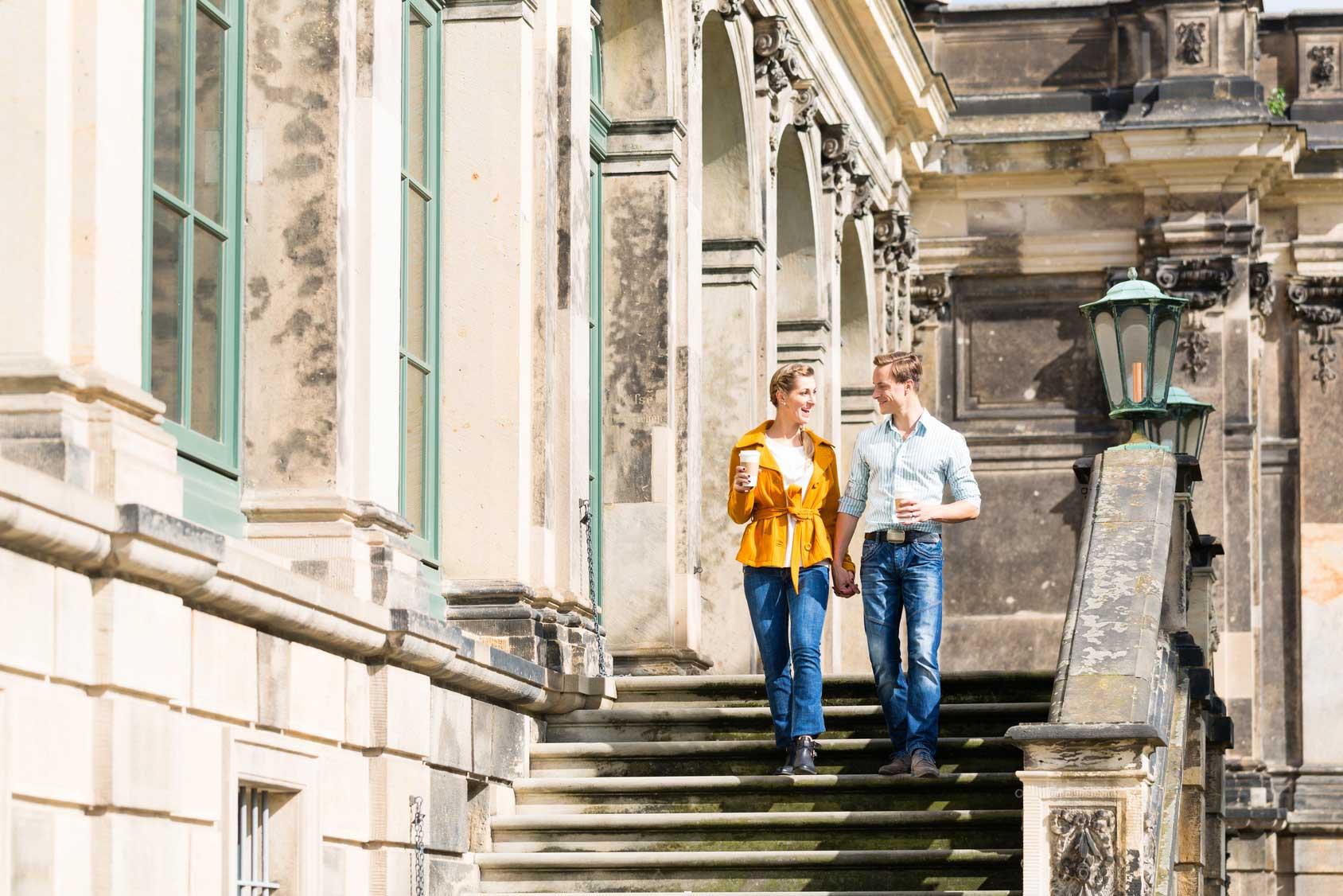 Paar in Dresden vor Zwinger