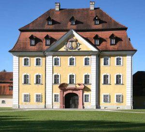 Das 1781 erbaute Hammerherrenschloss in Theuern bei Kümmersbruck ist Sitz des Bergbau- und Industriemuseums Ostbayern