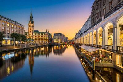 Hamburg, Rathaus - Radfernweg Hamburg-Bremen