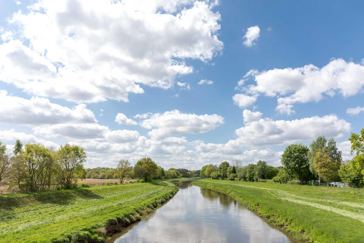 Landschaft am Fluss Hase - Else-Werre-Radweg