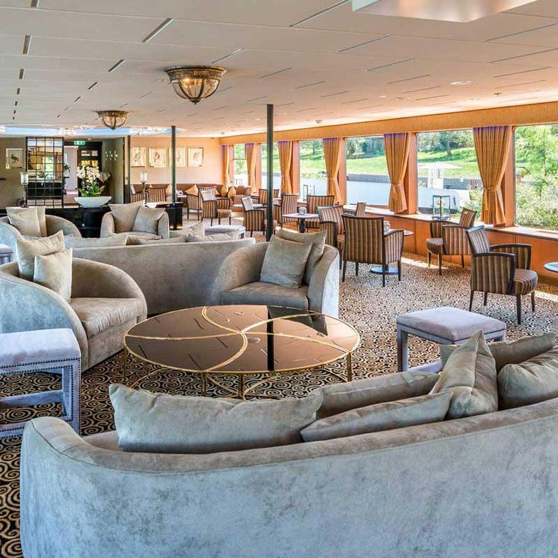 River Bär, Lounge