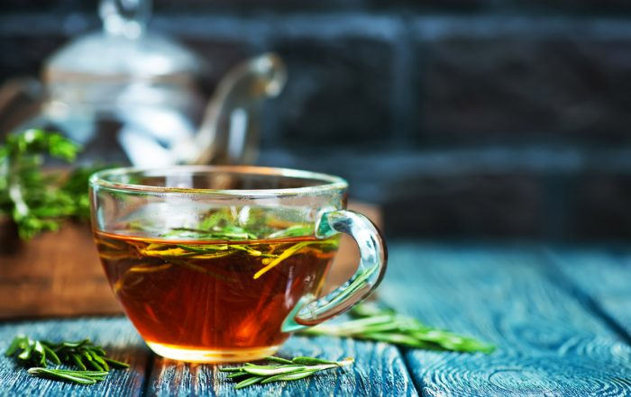 rosemary tea glastasse Kräuter