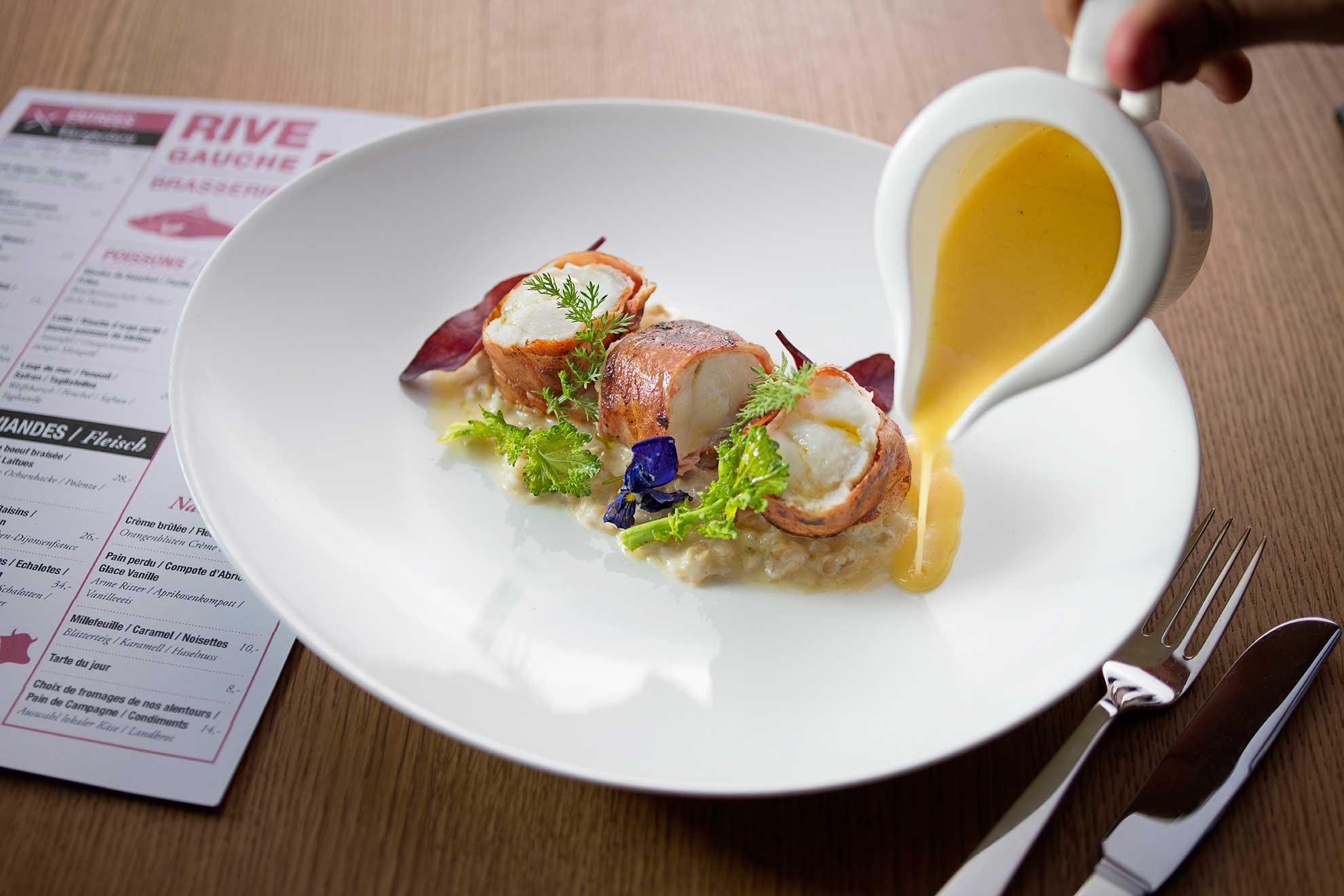 Seeteufel auf Perlgraupenrisotto mit Mangold-Soße in der Rive Gauche Brasserie in Baden-Baden