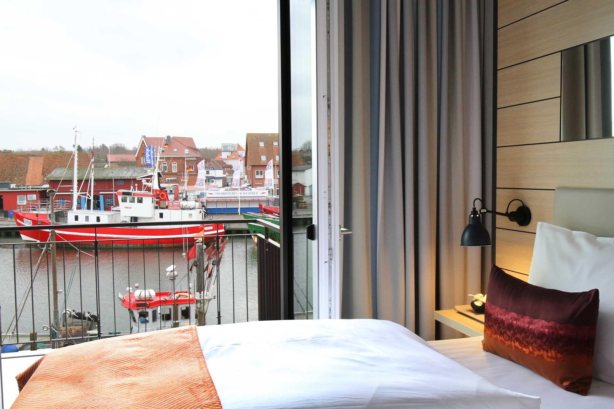 Blick aus dem Zimmer des Hafenhotels Meereszeiten in Heiligenhafen