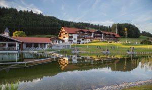 Abendstimmung über Haubers Naturresort in Oberstaufen