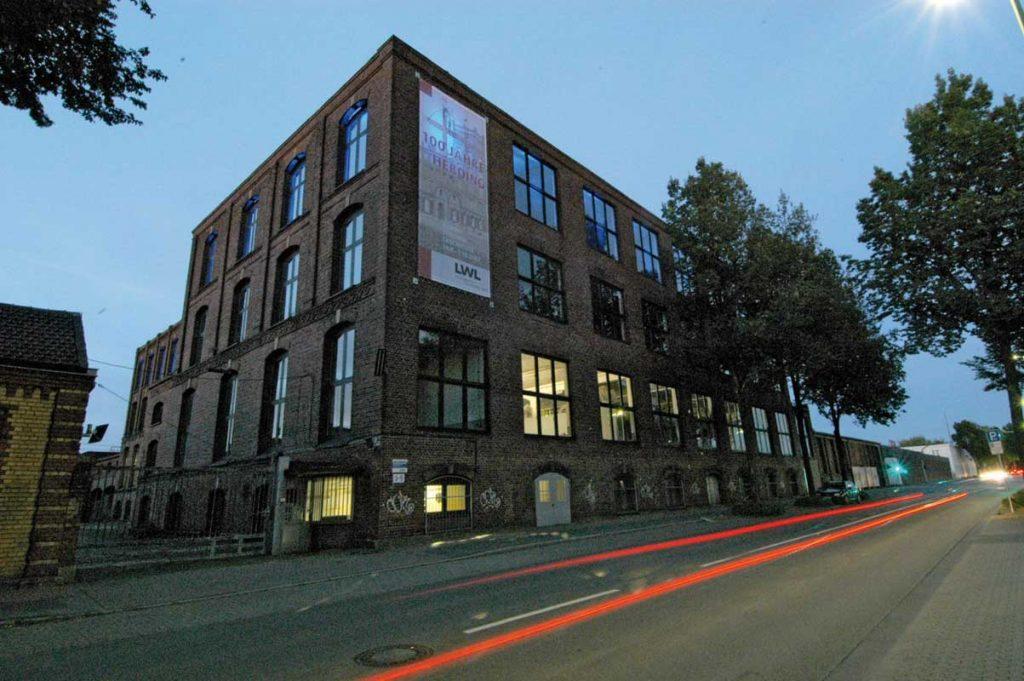Die ehemalige Spinnerei Herding bei Nacht - LWL-Industriemuseum