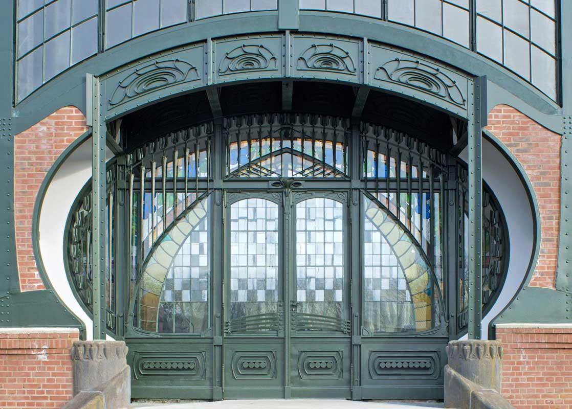 Portal der Maschinenhalle der Zeche Zollern - LWL-Industriemuseum