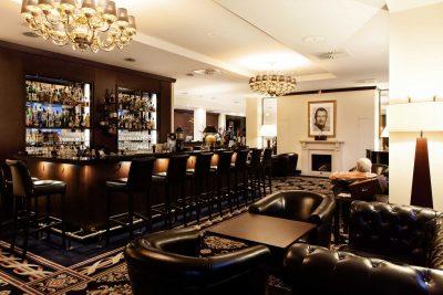 Cocktailbar im Hotel Vier Jahreszeiten in Starnberg