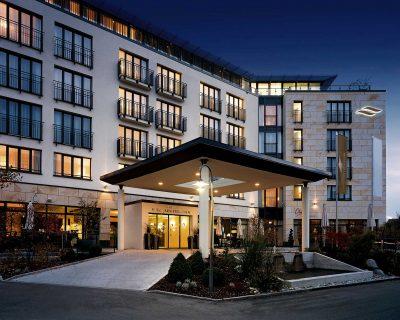 Eingang zum Hotel Vier Jahreszeiten in Starnberg