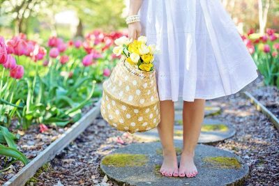 garten tulpen frau barfuß