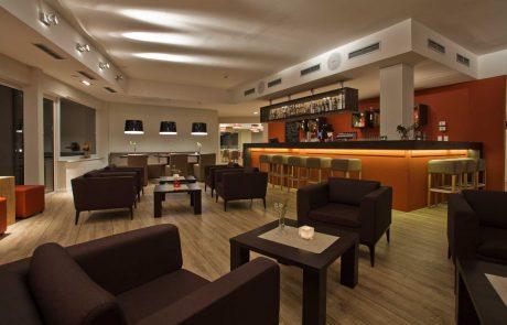 Lobby und Bar im Strandhotel Fehmarn