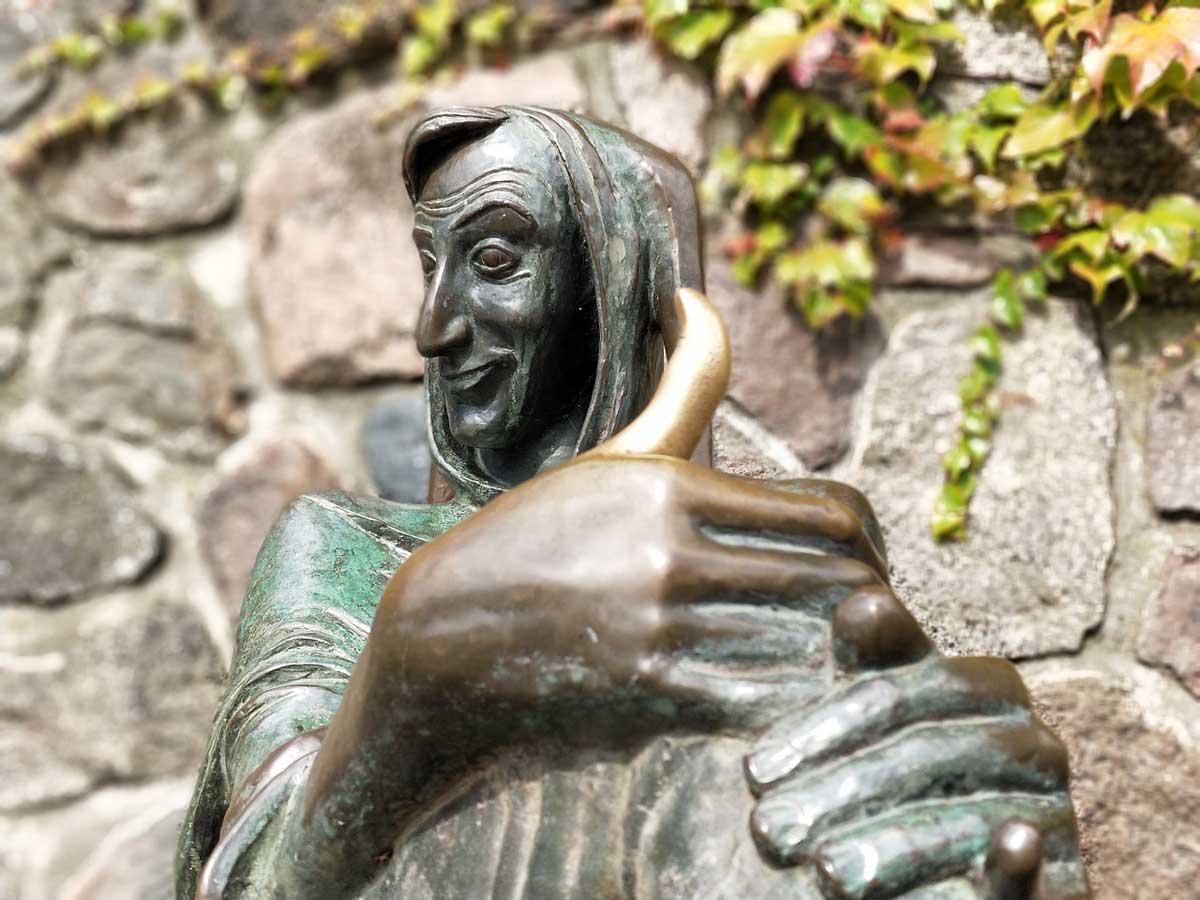 till eulenspiegel bronzefigur statue