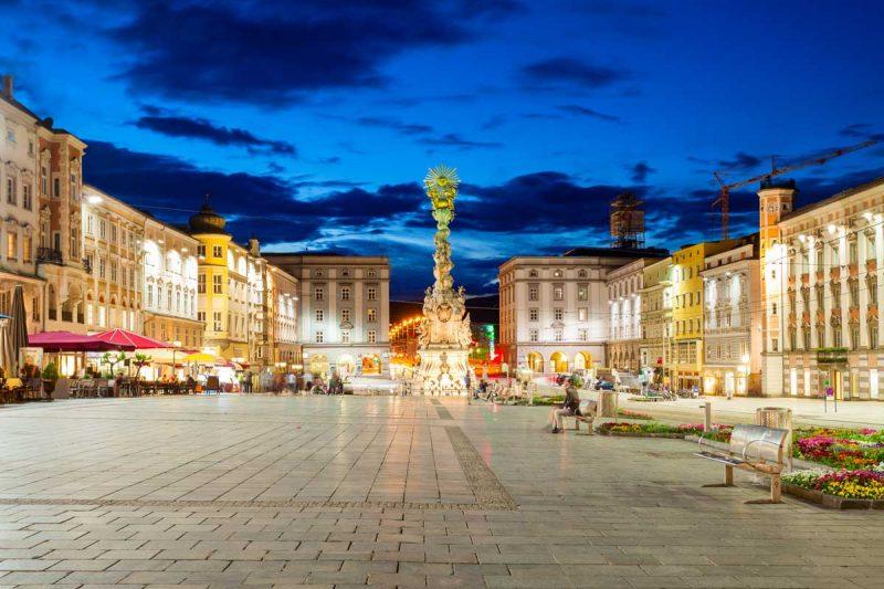 Linz, Hauptplatz - Donauradweg in Österreich