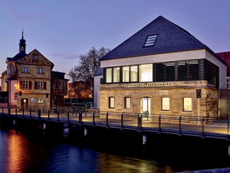 Nachtansicht Welterbe-Besucherzentrum Bamberg