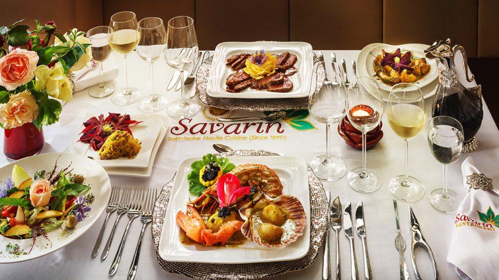 Gedeckter Tisch der Gesundheitsküche des Restaurant Savarin in Bad Dürkheim