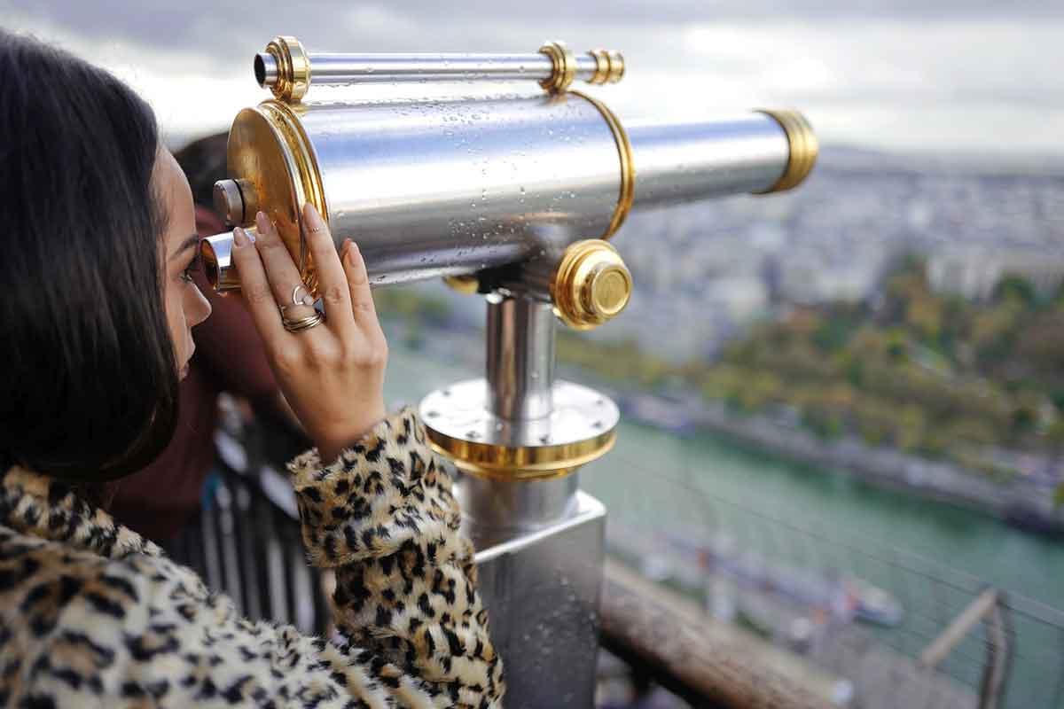 teleskop mit frau