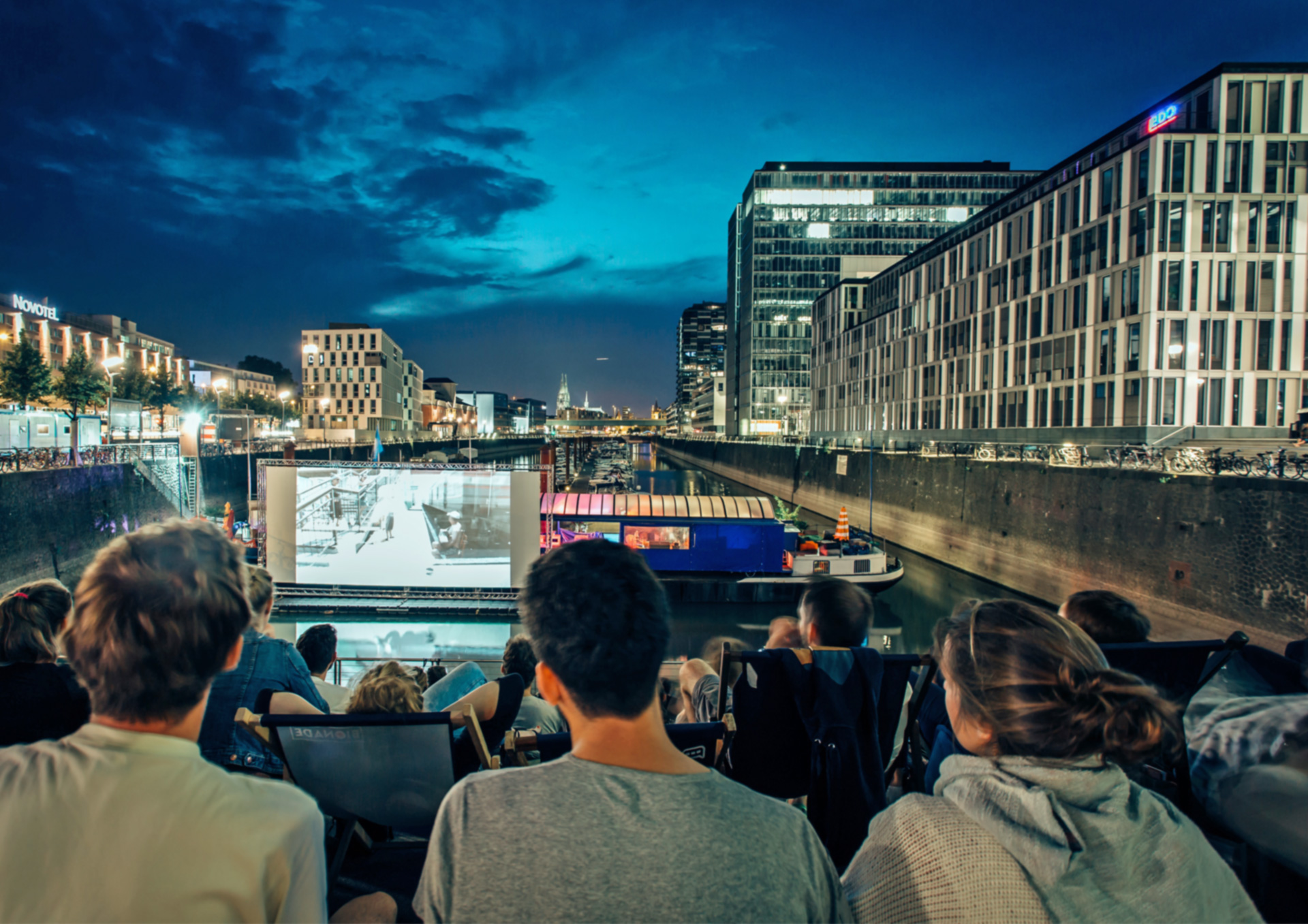 Schillernde Open-Air-Veranstaltung in Köln