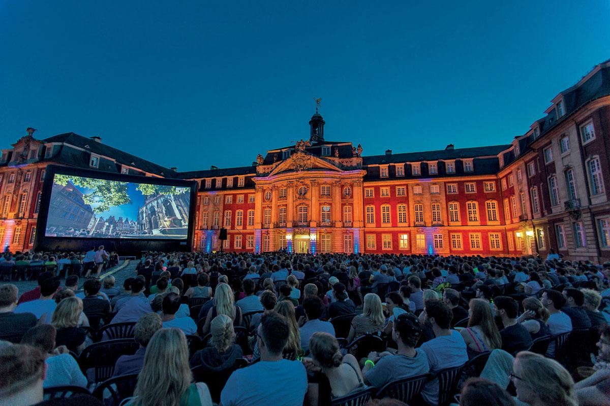 Das Sommernachtskino vor dem münsterischen Schloss