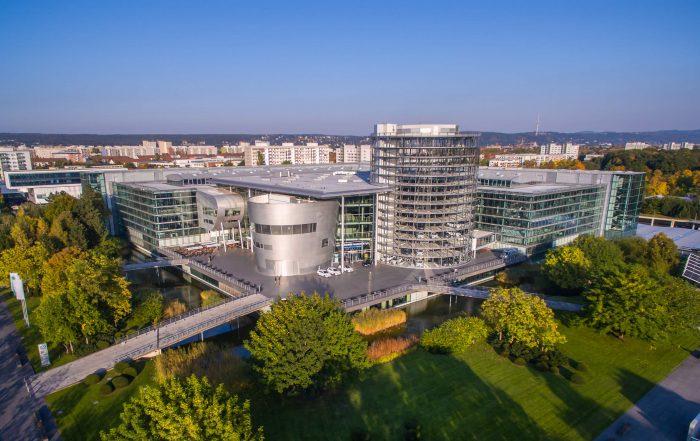 Luftbildaufnahme der Gläsernen Manufaktur in Dresden