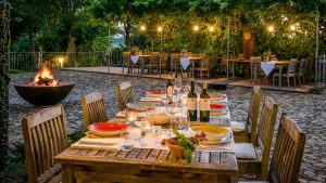 Sommerabend auf der Terrasse im Hofgut Hafnerleiten in Bad-Birnbach