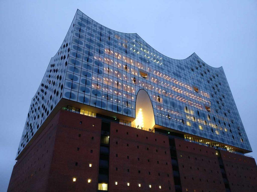 Elbphilharmonie beleuchtet