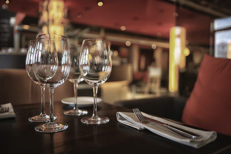 Einrichtung Restaurant, Geschirr