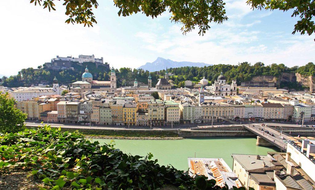 Blick auf Salzburg und die Hofburg vom Kapuziner Kloster aus