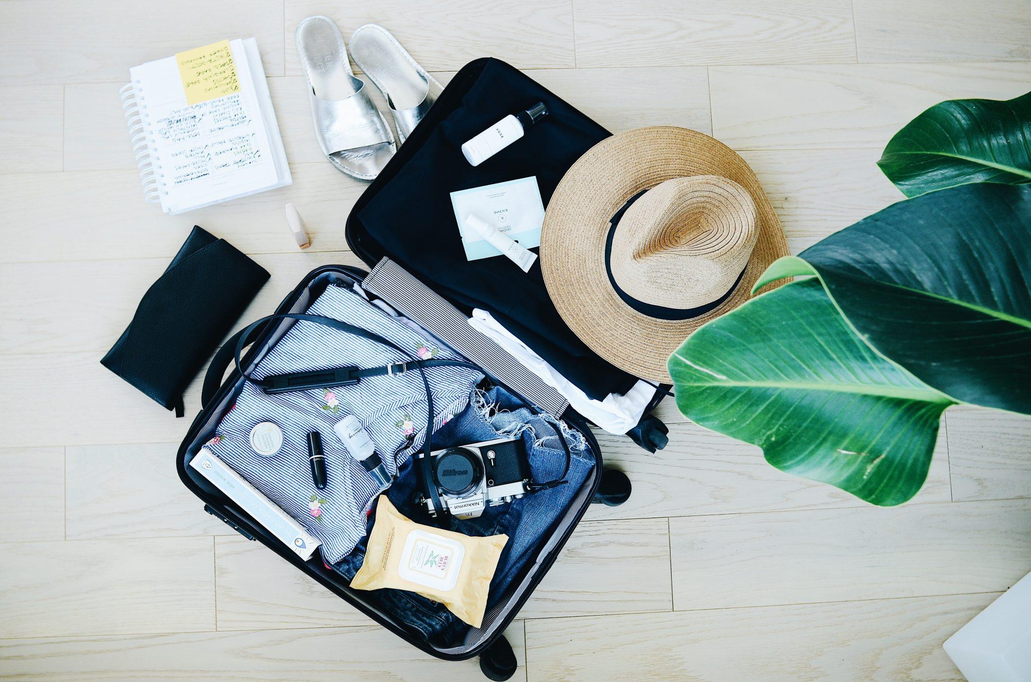 Reisevorbereitung Kofferpacken mit Checkliste