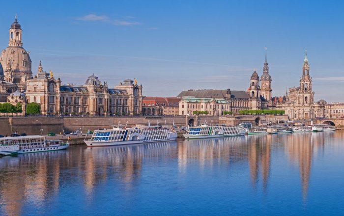 Dresden Alstadt von der Elbe aus
