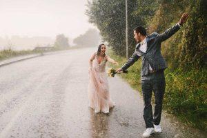 Regenspaziergang Paar 1
