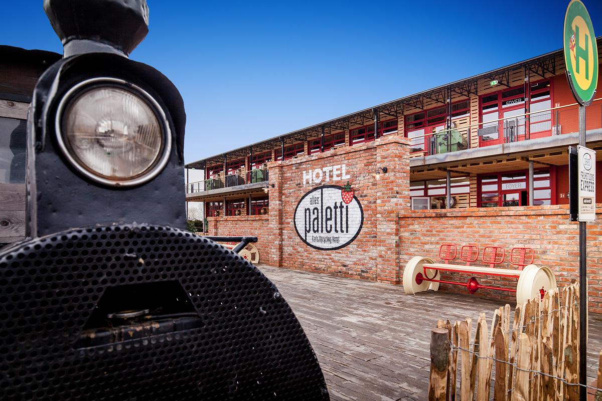 Außenansicht Alles Paletti - Karls Upcycling Hotel