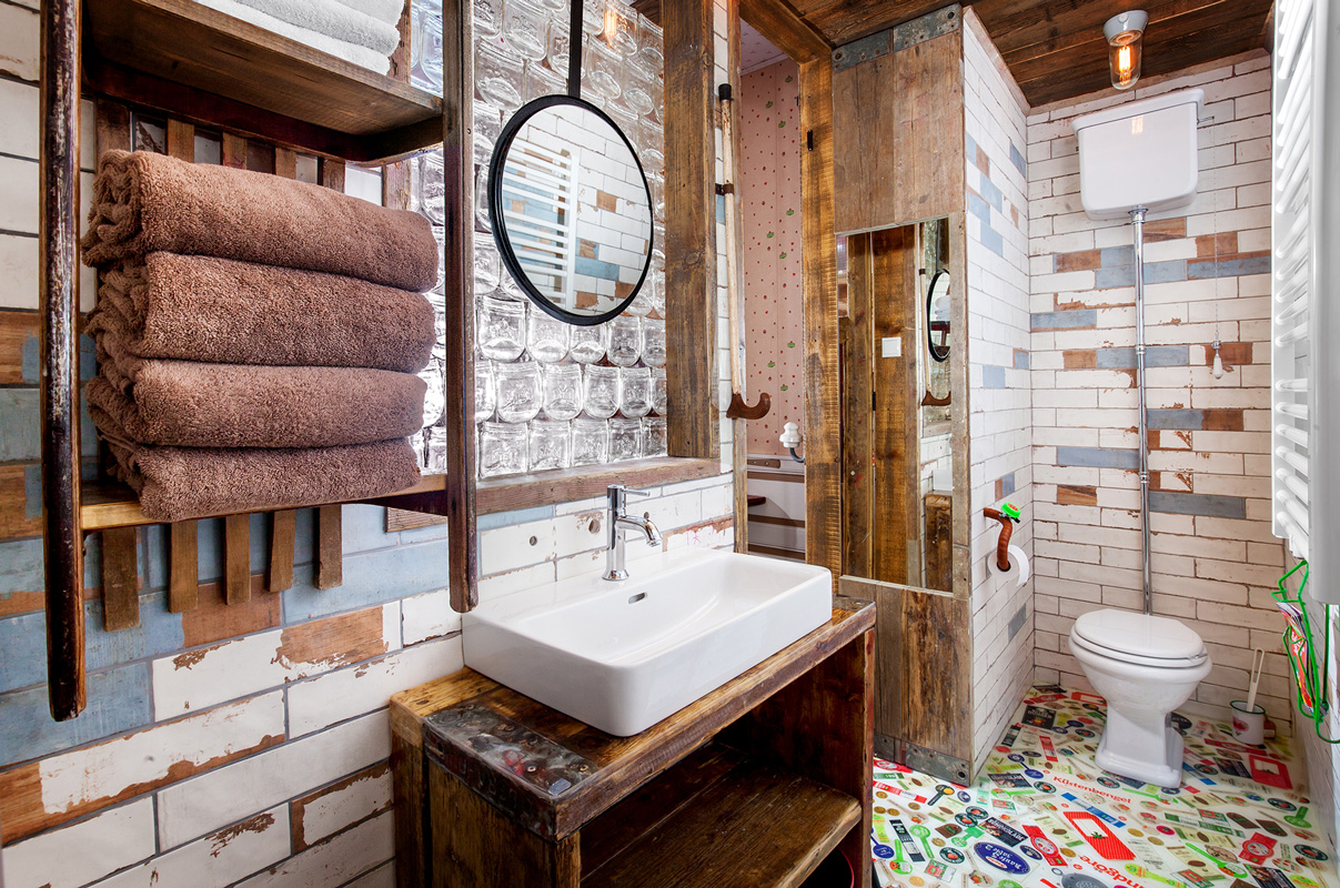Bad, Alles Paletti - Karls Upcycling Hotel