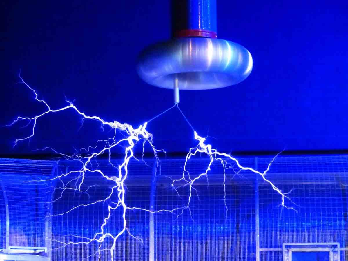 Faradayscher Kaefig mit Blitz