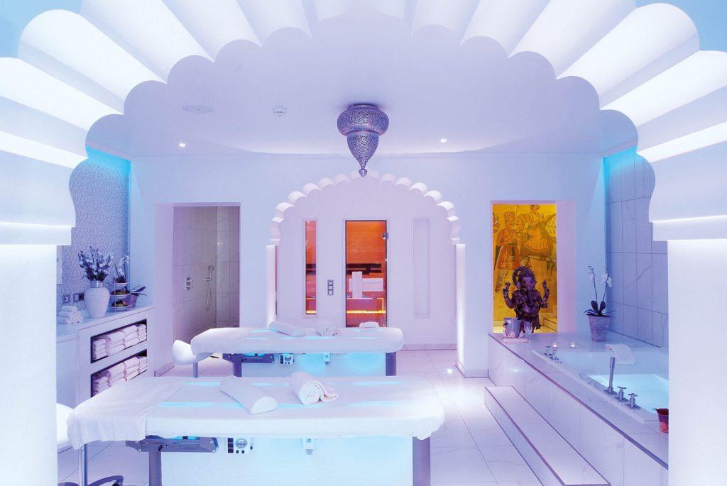 Weiße Suite in den Sieben Welten Therme & Spa Resort - Die schönsten Sauna- und Wellnesslandschaften