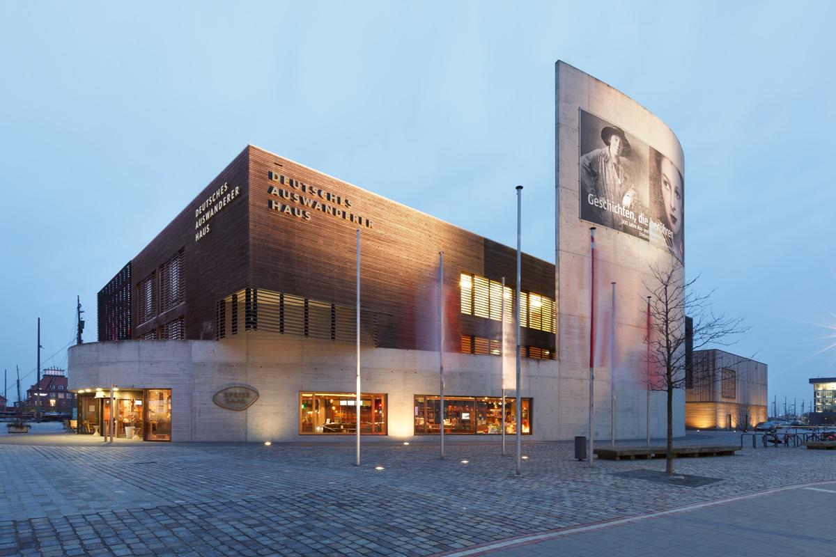 Das Deutsche Auswandererhaus Bremerhaven wurde im Jahr 2005 eröffnet. 2007 wurde es als Europäisches Museum des Jahres ausgezeichnet. 2012 wurde das Museum um einen weiteren Ausstellungsteil zu 300 Jahren Einwanderungsgeschichte erweitert.