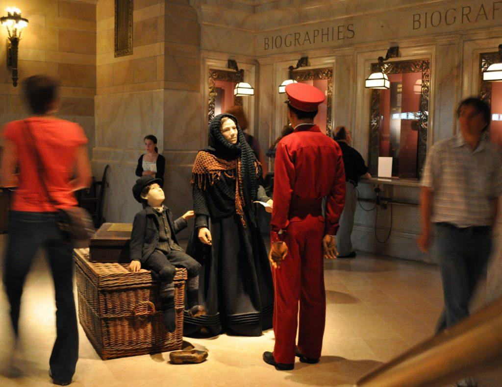 """Von Bremerhaven aus geht die Reise bis zum New Yorker """"Grand Central Terminal"""", wo Besucher mehr über die Lebenswege der Auswanderer in der Neuen Welt erfahren."""