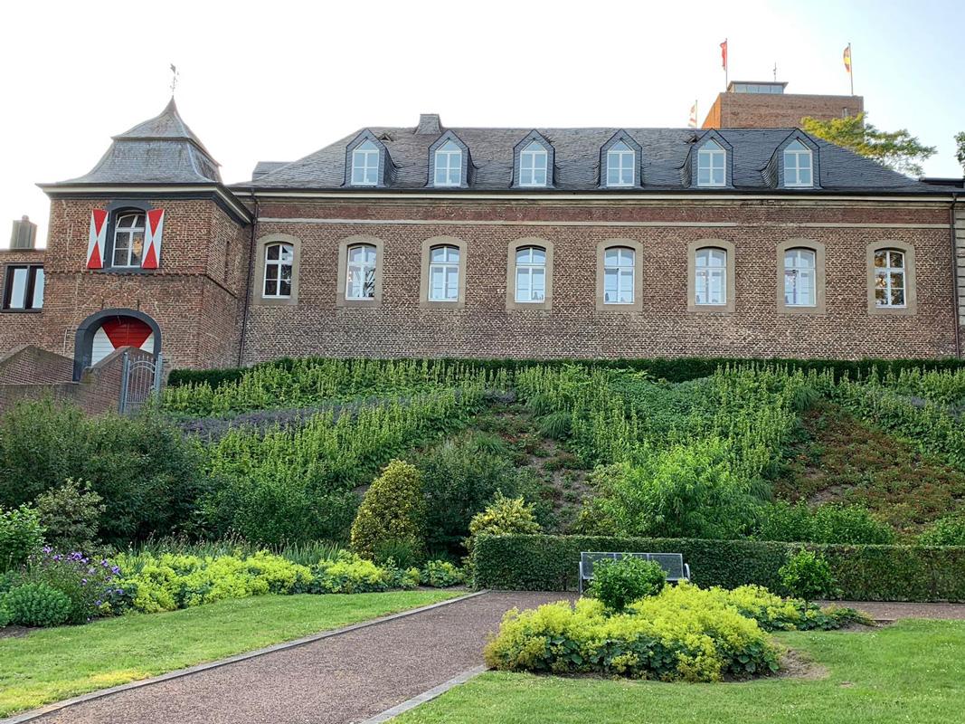 Außenansicht Hotel Burg Wassenberg