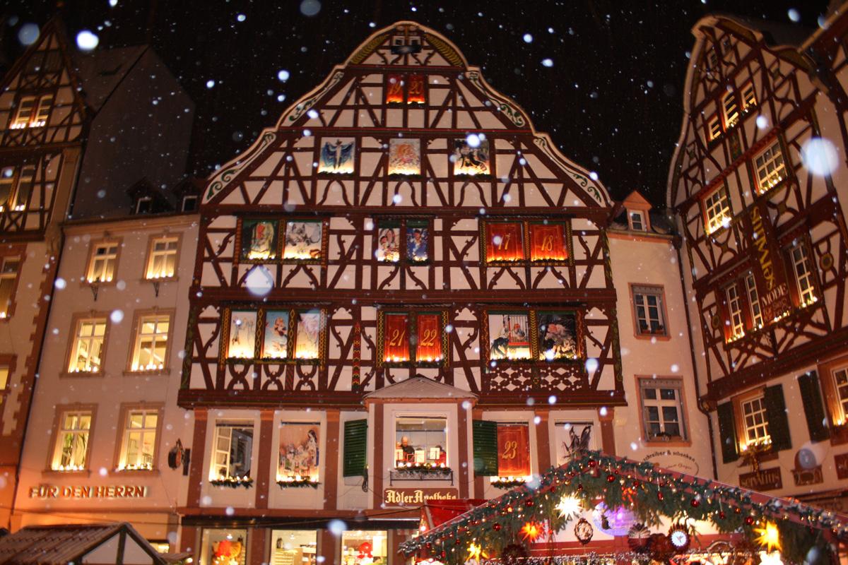Adventskalender auf dem Weihnachtsmarkt Bernkastel-Kues