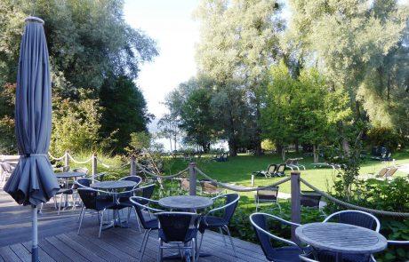 Saunagarten mit Restaurantterrasse im Bora HotSpa Resort, Radolfzell