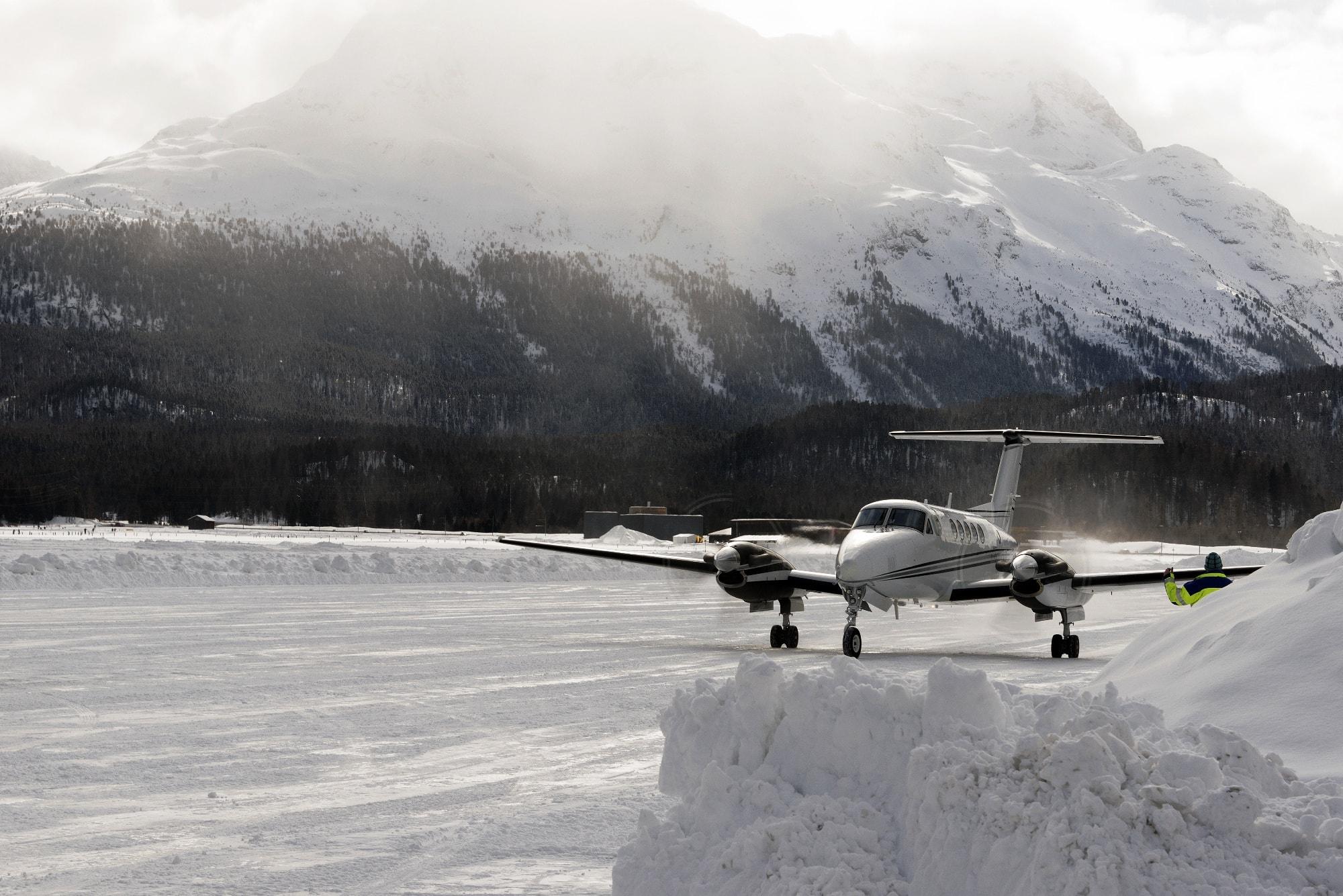 Privajet landet in St. Moritz im Schnee